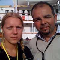 Aftonbladets reporter Carina Bergfeldt och fotograf Björn Lindahl på plats vid Kongaskeppet Norge.