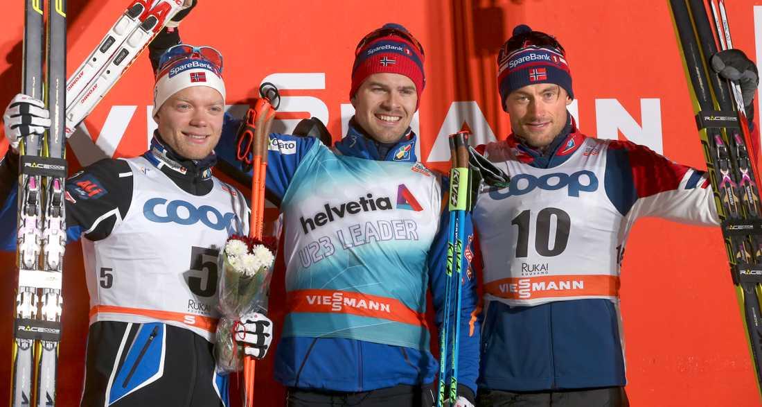 Sondre Turvoll Fossli på pallen i Ruka tillsammans med Eirik Brandsdal och Petter Northug.