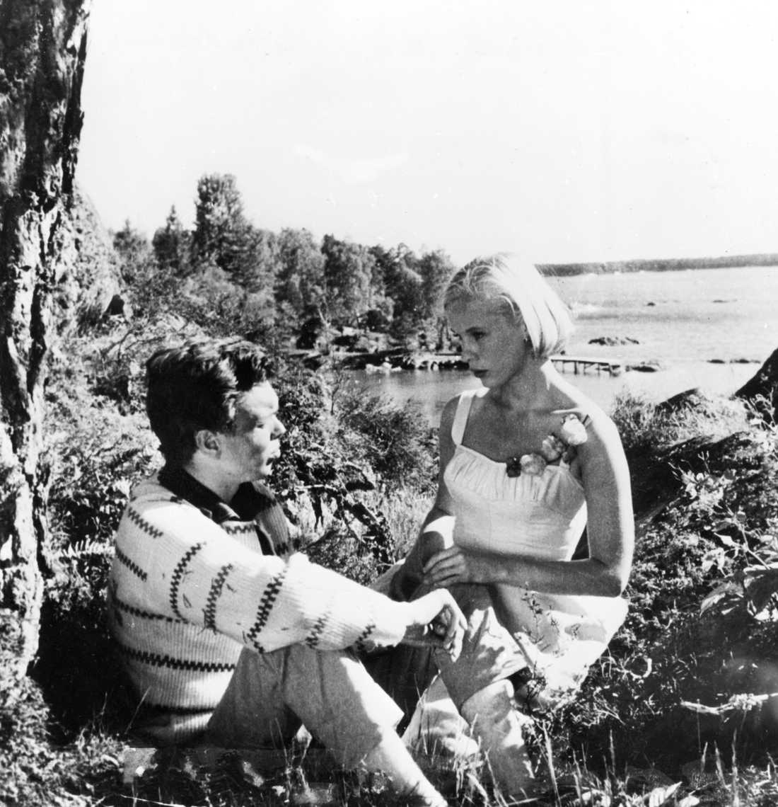 Bibi Andersson och Claes-Håkan Westergren. Okänt fotodatum.