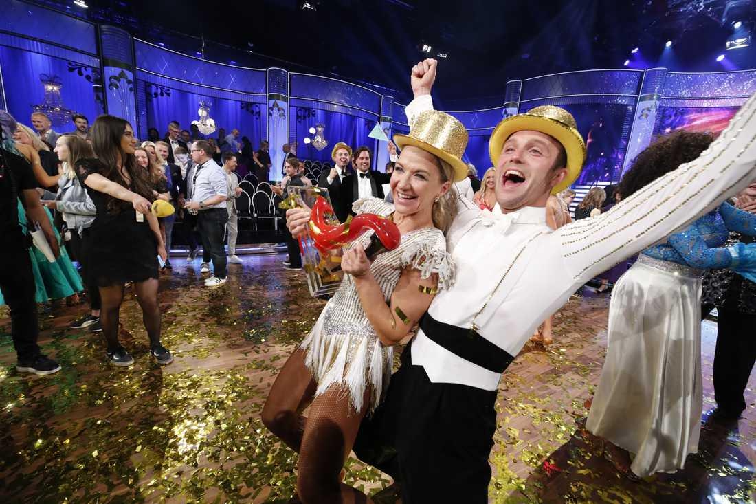 """Kristin Kaspersen och Calle Sterner, vinnare av """"Let's dance""""."""