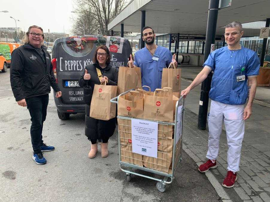 Caroline såg till att 150 matlådor kunde doneras till Danderyds Sjukhus.