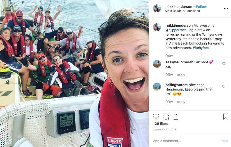 Nikki Henderson med besättning i Queensland, Australien, under jordenruntseglingen förra året.
