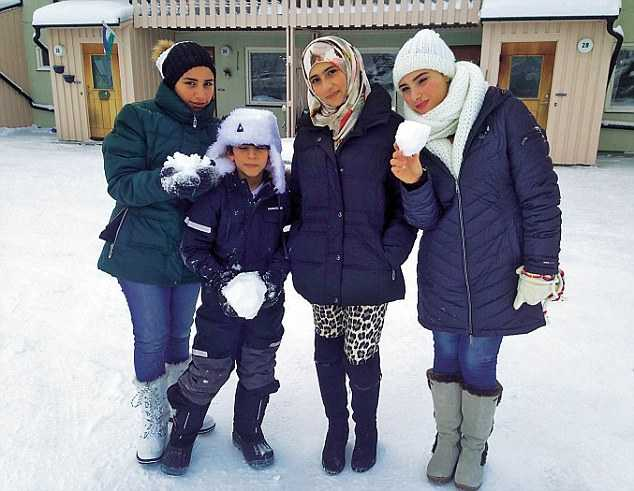 Tre av Doaas syskon bor med henne och föräldrarna i Hammerdal. Tre systrar är utspridda i världen.