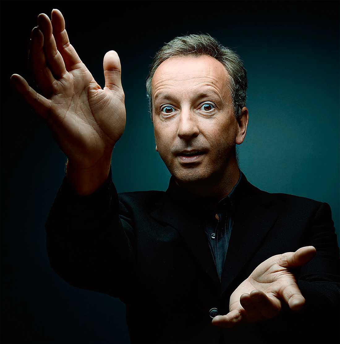 Paul Agnew  dirigerar Les Arts Florissants.  Foto: Denis Rouve