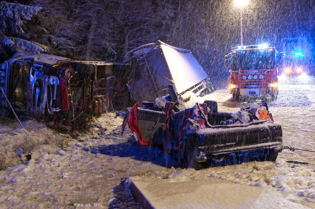 Olyckan skedde på E20 i södergående riktning, och fram- komligheten var begränsad under resten av kvällen.