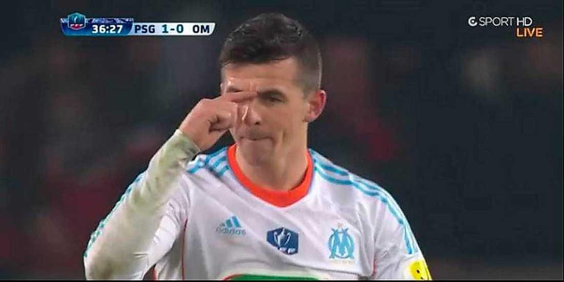 """""""STOR NÄSA"""" Joey Barton i samband med bråket. Engelsmannen gestikulerar och visar tydligt hur vad han tycker om Zlatan Ibrahimovic utseende."""
