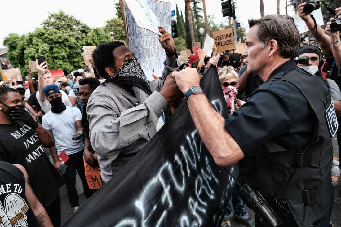 Demonstranter i Los Angeles på tisdagen.