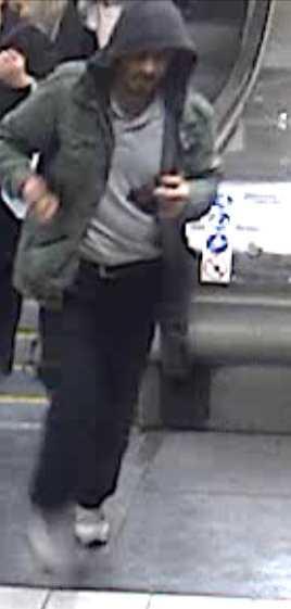 Rakhmat Akilov på flykt i tunnelbanan.
