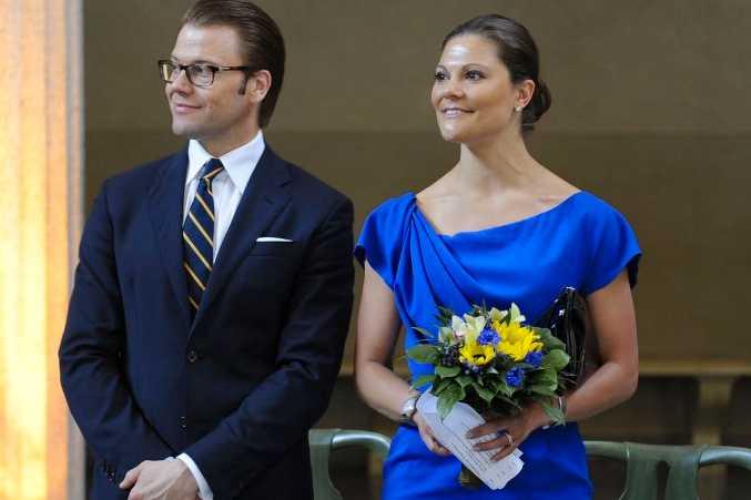 Kronprinsessan Victoria och prins Daniel välkomnar nyblivna svenska medborgare. 600 nyblivna svenska medborgare var samlade i Stockholms stadshus för att delta i nationaldagens medborgarskapsceremoni.