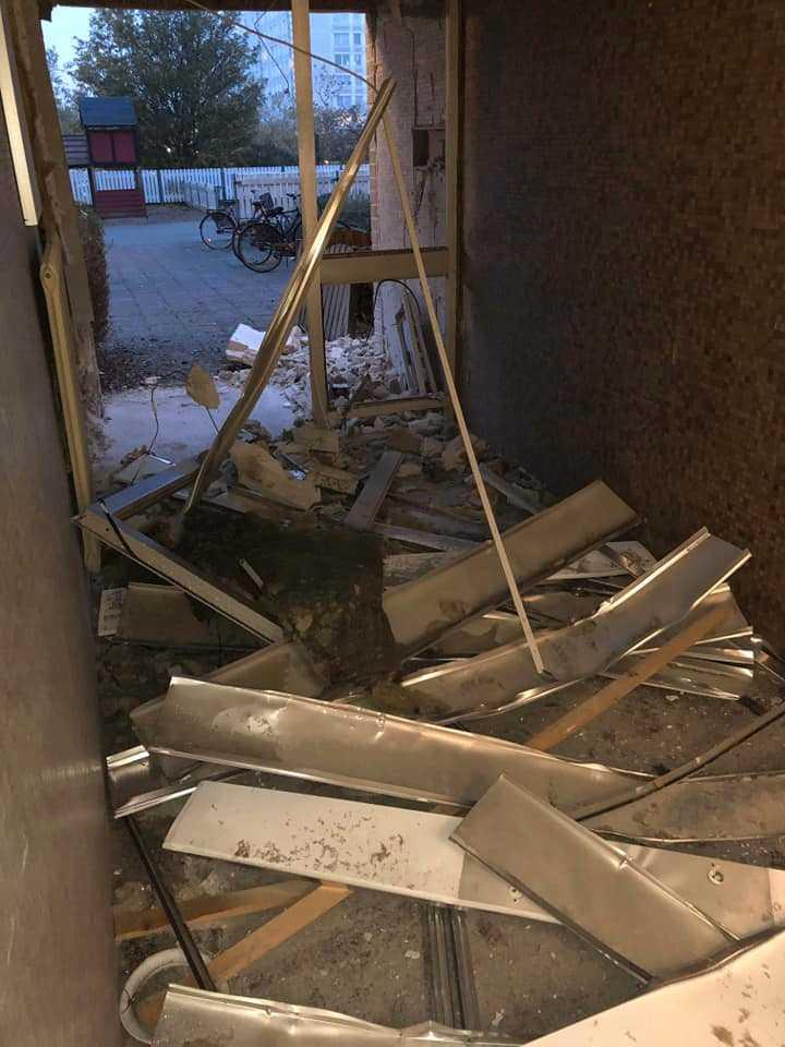 Porten sprängdes på Almgården i Malmö.