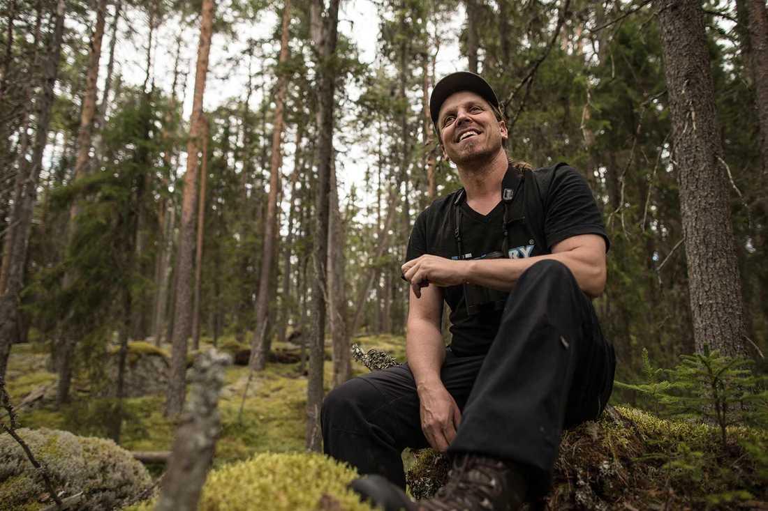 """""""Det är inte bara du och jag, här och nu, som ska ha naturen utan också kommande generationer"""", säger skogsbiologen Sebastian Kirppu."""