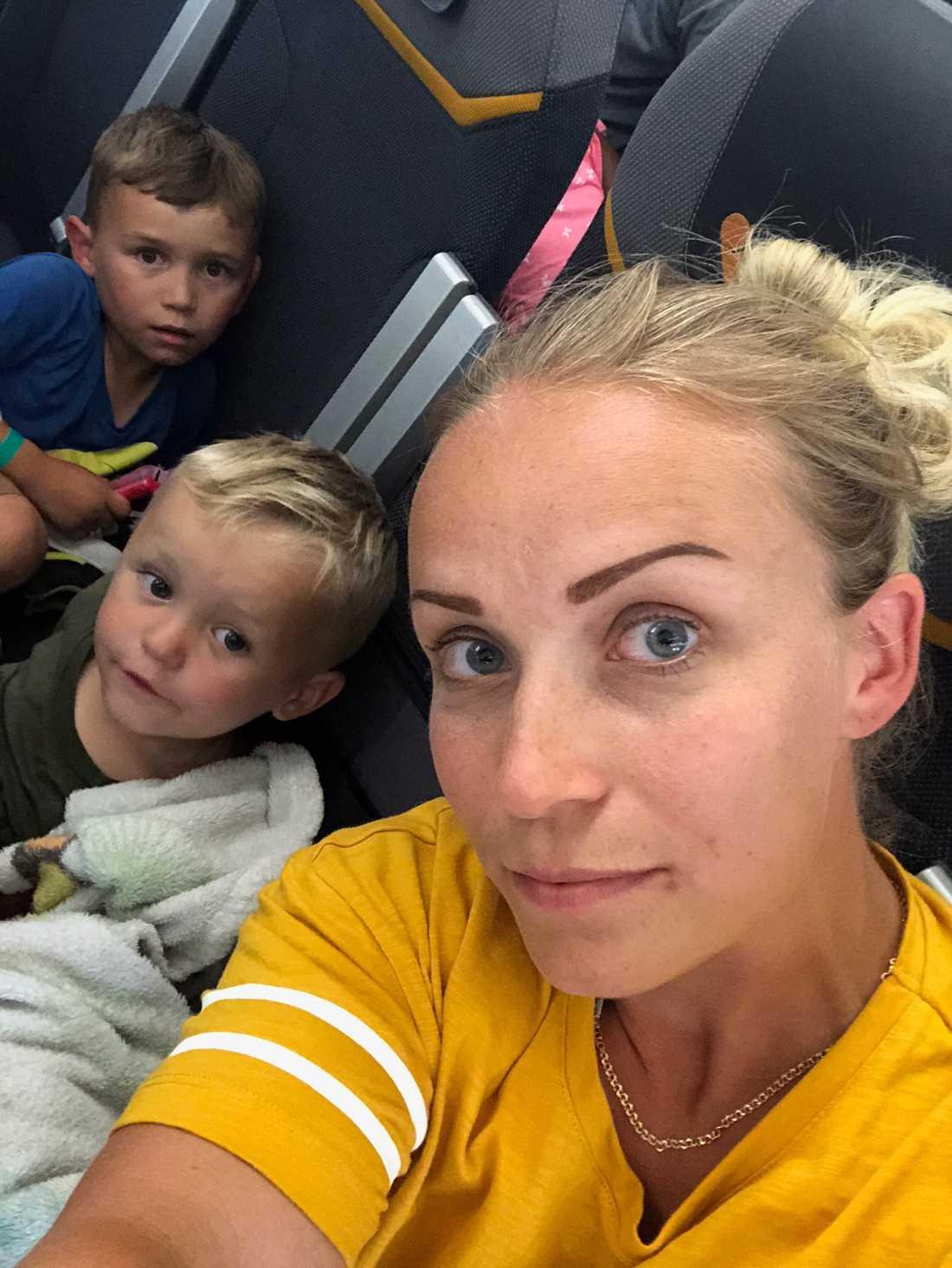 """Eva Elmén skulle också resa från Palma med sin familj: """"Barnen är jättetrötta"""", säger hon i Aftonbladet TV."""