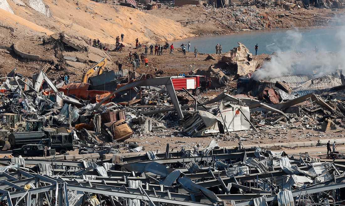 Explosionsplatsen i Beiruts hamn.