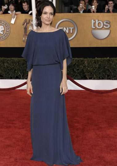 Angelina Jolie, 2009: 45 kilo ...Det har resulterat i att hon tappat 14 kilo på bara några månader. Ytterligare en anledning till skådespelerskans viktras sägs vara att hon var livrädd över att inte kunna komma i form igen efter sin senaste graviditet. – Hon kände sig så gigantisk under tiden hon var gravid med Knox och Vivienne att det skrämde slag på henne. Hon blev fixerad vid att gå ner i vikt, säger en källa till Star magazine.