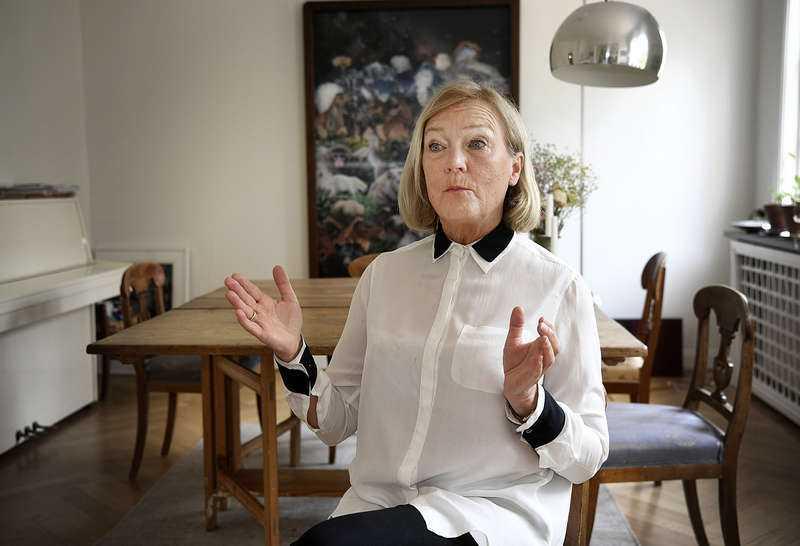 Överläkare Ingrid Bergström säger att det är viktigare än någonsin att hålla avståndet och visa extra hänsyn till äldre personer.