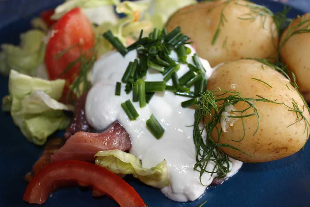 Sillatallrik Lena Hammarlund fotograferade sin läckra lunchtallrik, bestående av potatis, sill, gräddfil.
