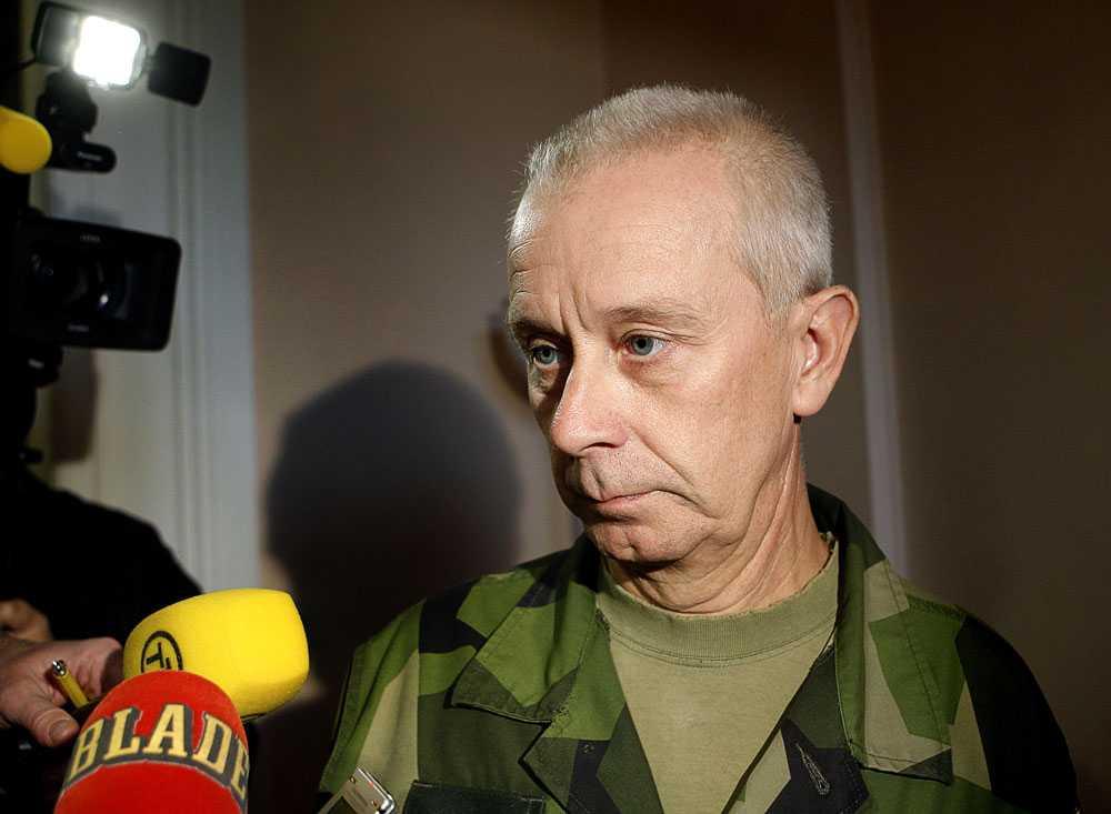 ÖB Sverker Göransson kan ha begått brott mot rikets säkerhet.