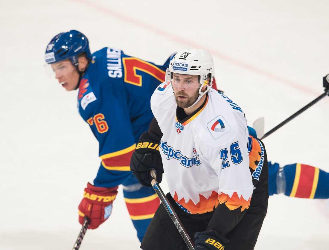 Mattias Karlsson i en KHL-match mellan Severstal och finska Jokerit.