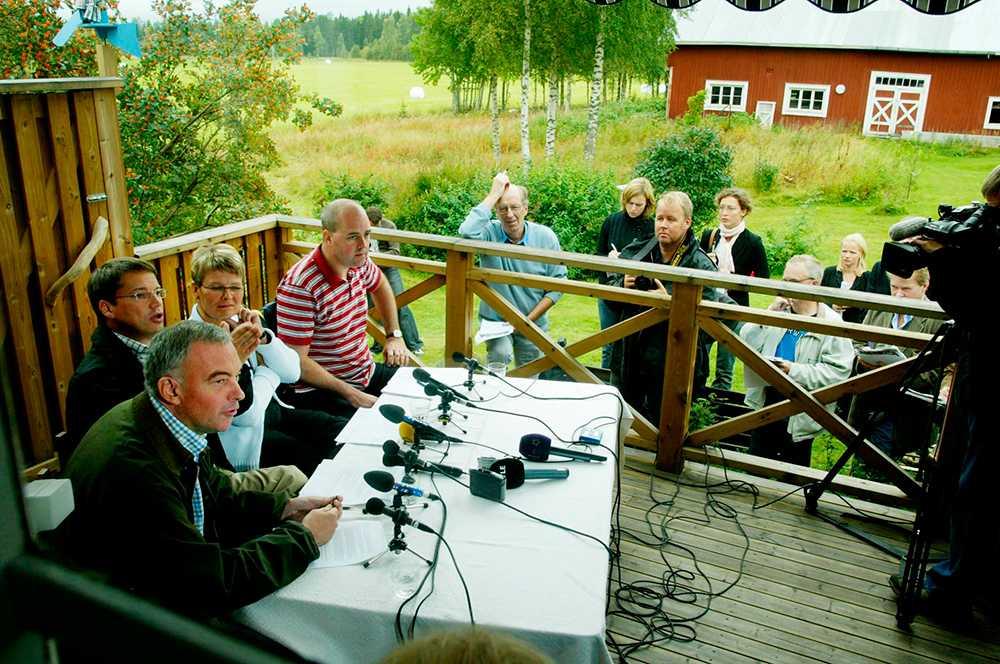 Alliansen bildades 2004. Här håller de borgerliga partiledarna presskonferens hemma hos Maud Olofsson (C) i Högfors samma år.