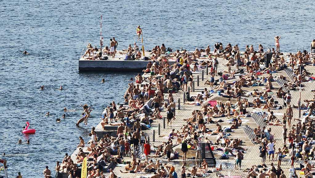 Sommaren har varit ovanligt varm. Här badar folk under värmebölja på 30 grader i Oslo, Norge.