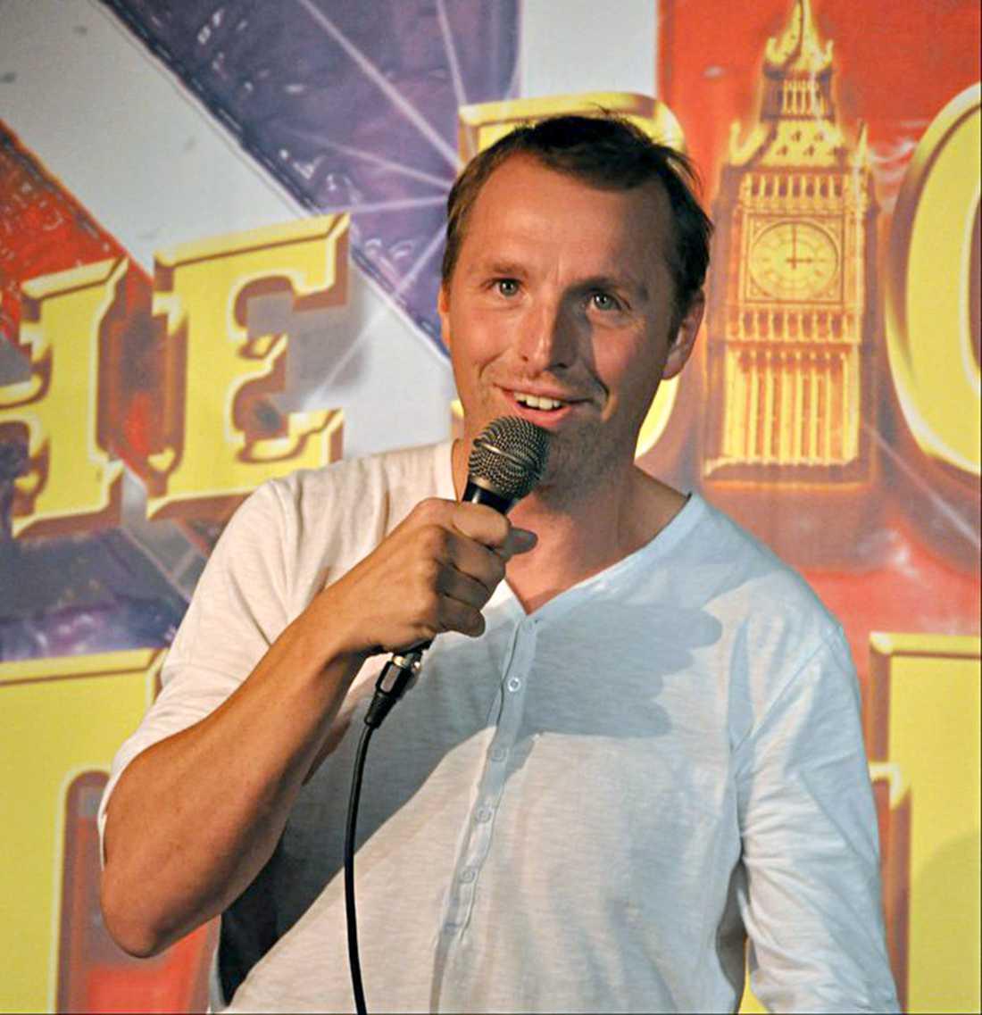 Stand-up komikern Tomas Bonderud hittade den kvarglömda väskan.