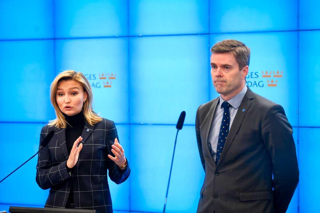 Kristdemokraternas partiledare Ebba Busch Thor och Hans Eklind, migrationspolitisk talesperson för KD.
