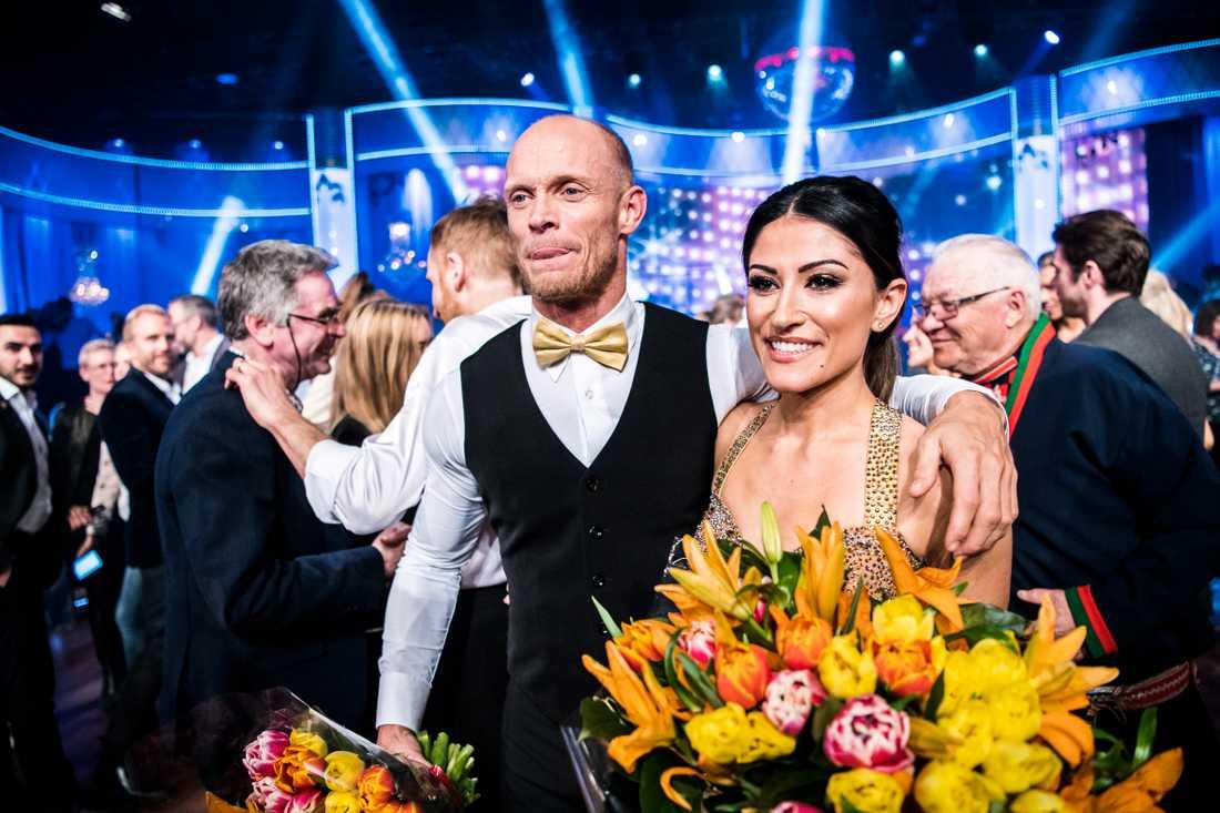 Tobias Karlsson kallas in som ersättare. Förra året dansade han med Nikki Amini.