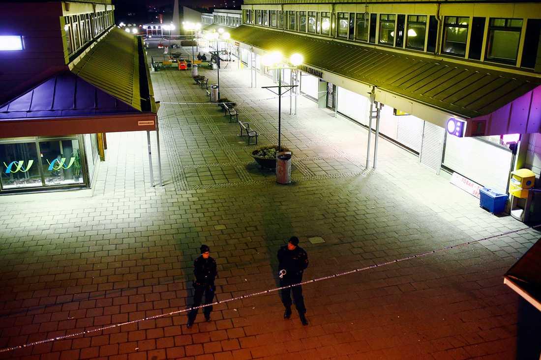 Flera skadades efter skottlossning på Hisingen i Göteborg.