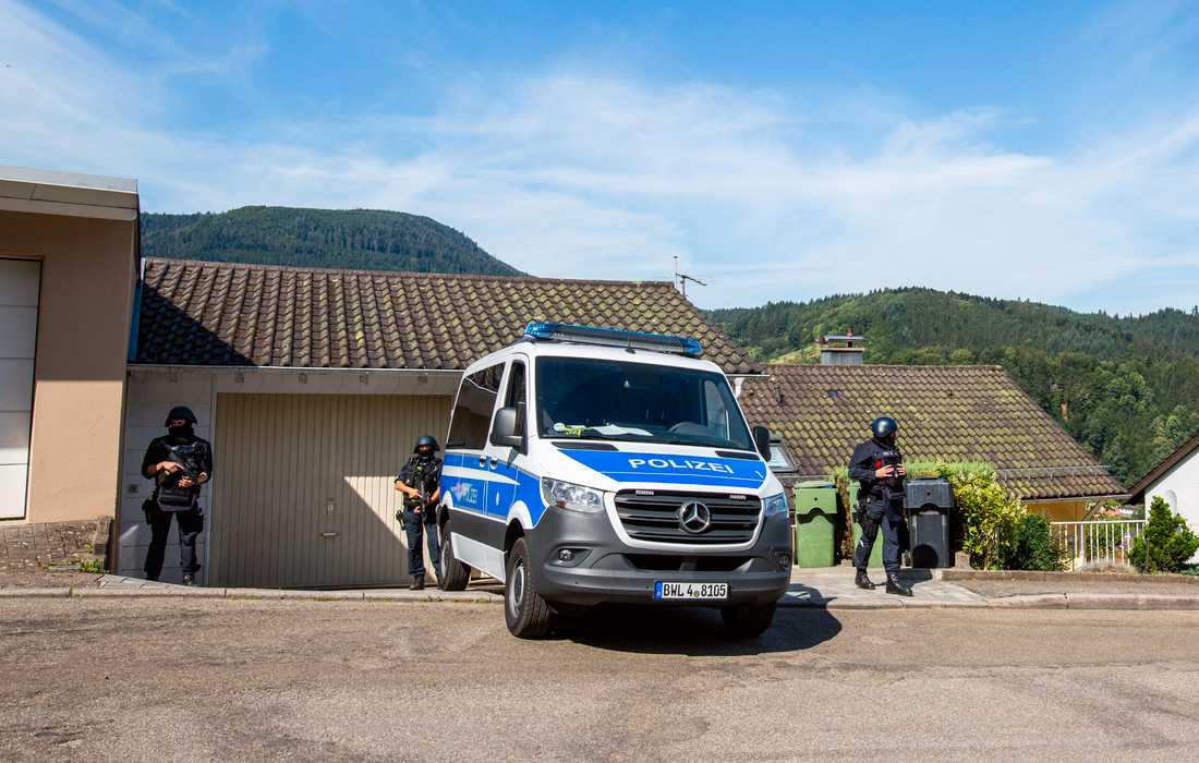 Poliser i Oppenau deltar i jakten på den 31-årige mannen.