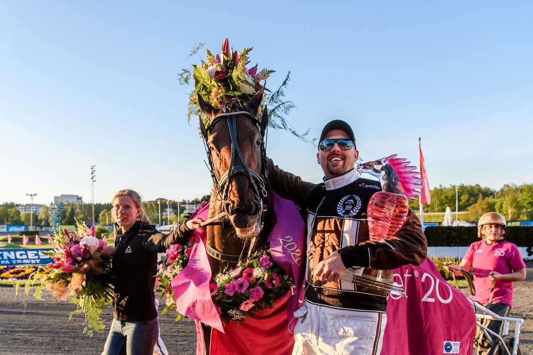 Propulsion och Daniel Redén firar segern i Elitloppet i söndags.