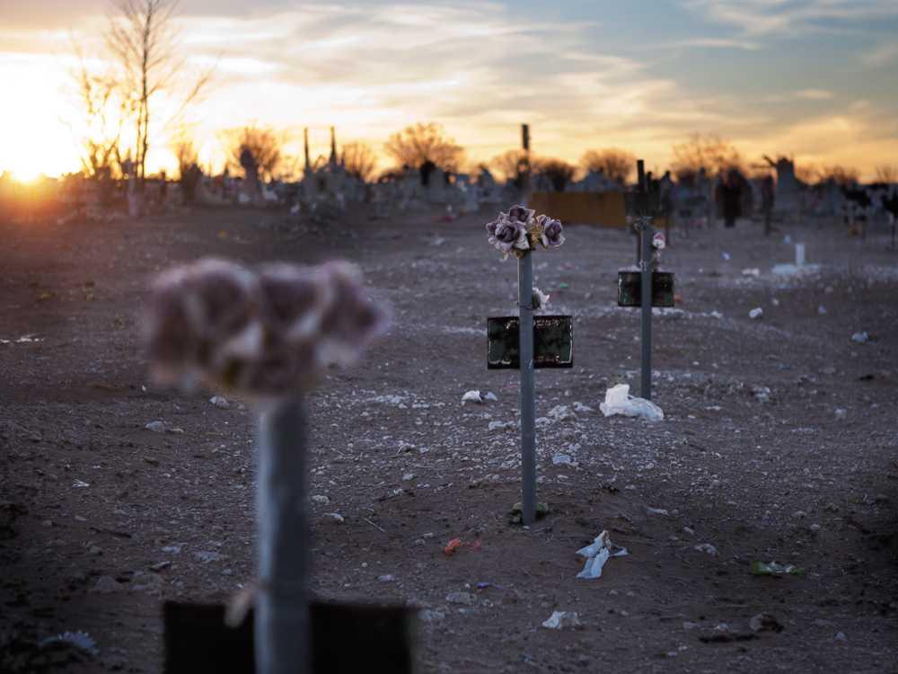 Kvinnorörelsen i Ciudad Juarez placerar ut rosa kors för varje mördad kvinna