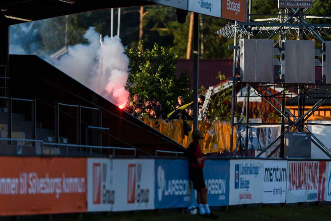 Fans utanför arenan på Mjällby–Malmö FF