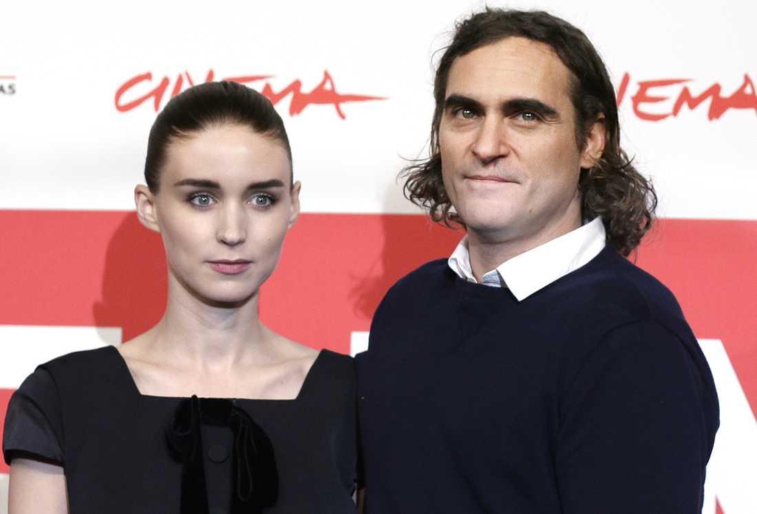 Rooney Mara och Joaquin Phoenix väntar sitt första barn.