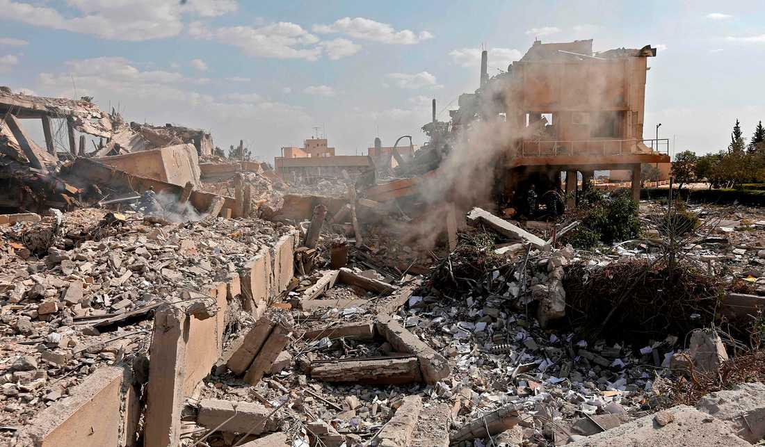 Scientific Studies and Research Centre (SSRC) vid Barzeh distriketet norr om Damaskus efter attacken. Bilderna tagna vid en presstur som organiserats av Syriska informationsministeriet.