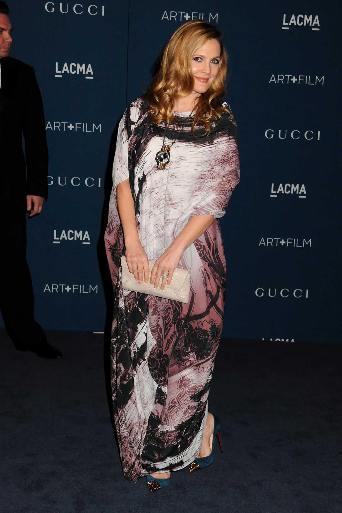 Drew Barrymore Under den böljande Vivienne Westwood Anglomania-klänningen gömmer sig en liten bebismage! Grattis säger vi till Drew Barrymore som väntar sitt och maken Will Kopelmans andra barn, här på LACMA-galan i LA.