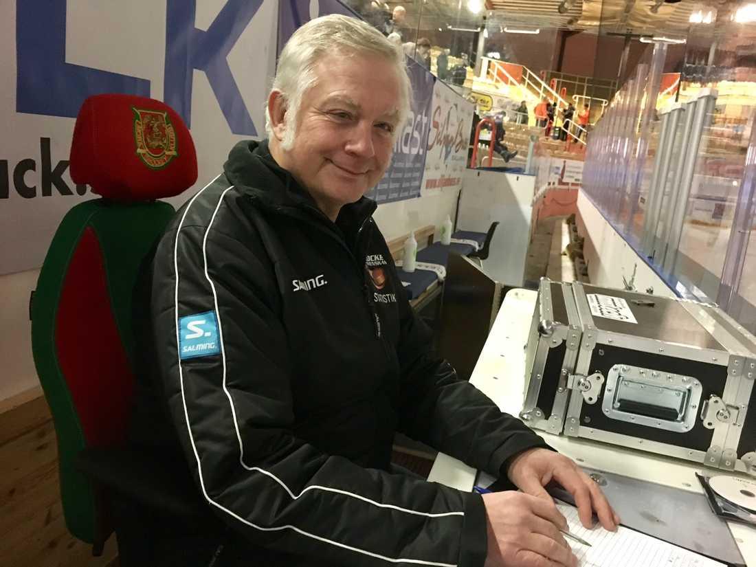 Hans Niburg sköter statistiken just nu för Mora IK.