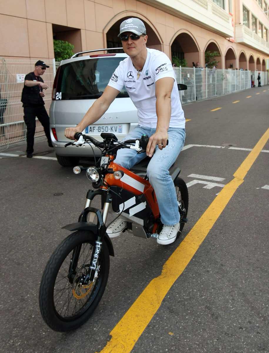 2010 Nytt fordon igen. Här på moped inför Monacos GP.