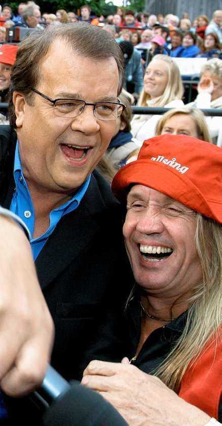"""Lasse Berghagen och Nicko McBrain är goda vänner sedan flera år. Här på """"Allsång på Skansen"""" 2003."""