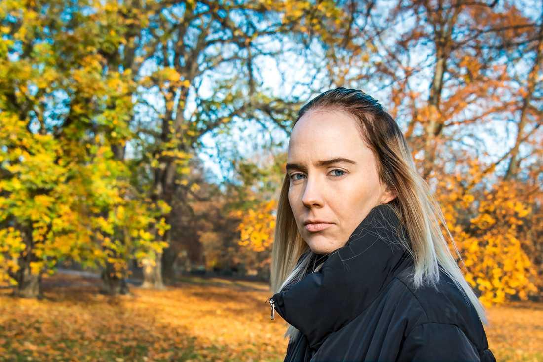 Susanne Skogstad (född 1992) skriver insiktsfullt om en gammal människa.