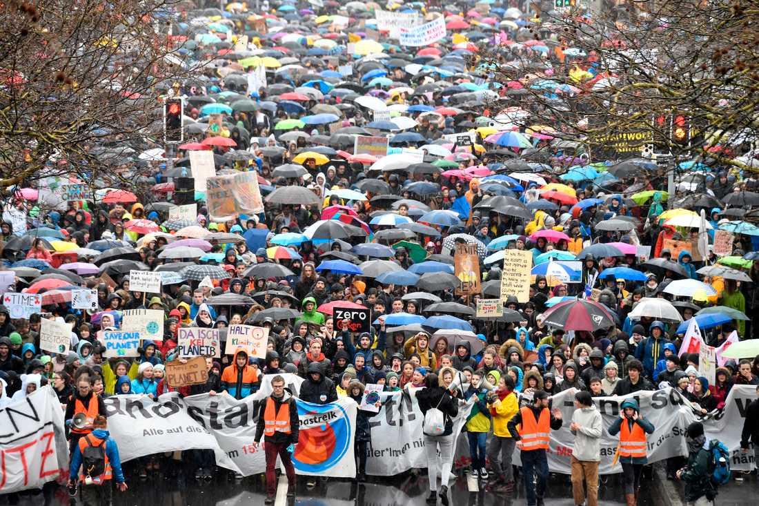 Hundratusentals skolungdomar över hela världen strejkade på fredagen för klimatet. Här i Zurich, Schweiz.