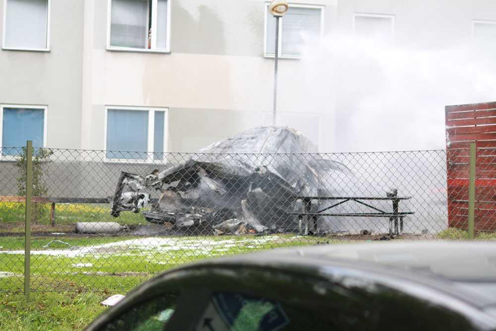 Strax efteråt exploderade bilen.