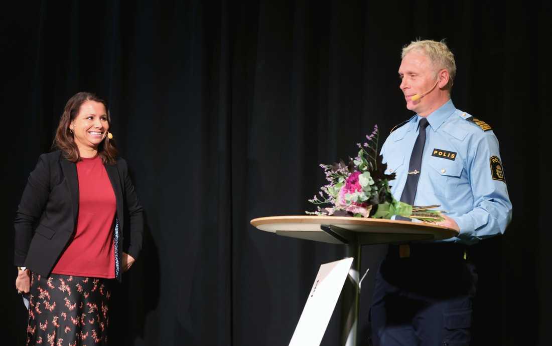 Lisa Pedersen, trygghetschef på Angereds stadsdelsförvaltning, och Ulf Merlander, lokalpolisområdeschef Göteborg nordost.
