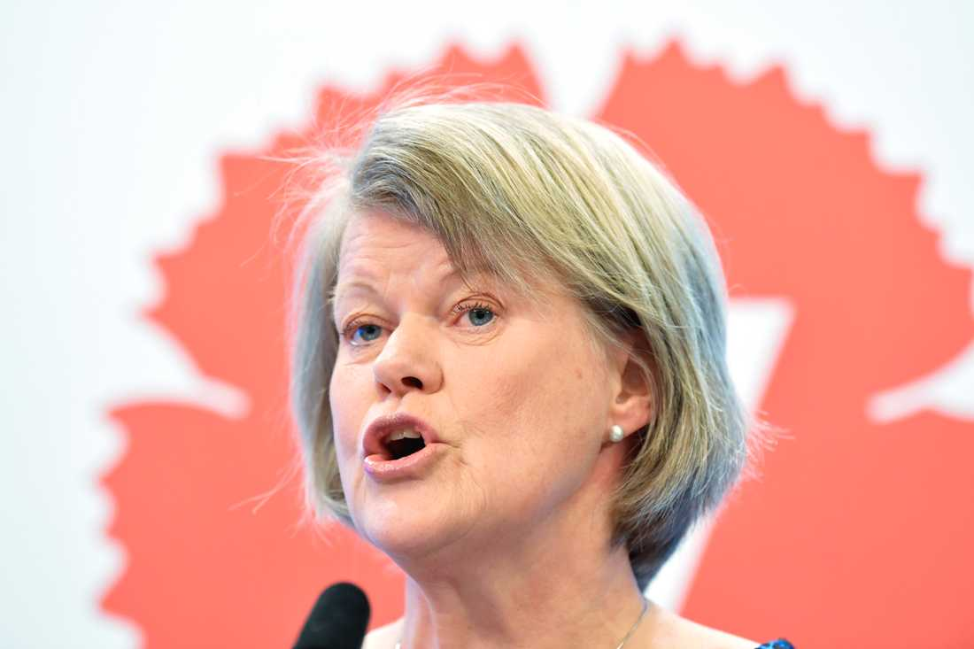 Vänsterpartiets ekonomisk-politiske talesperson Ulla Andersson (V) kommenterar vårbudgeten vid en pressträff, riksdagens presscenter.