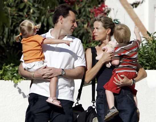 Gerry och Kate McCann tillsammans med sina tvillingar Amelie och Sean.