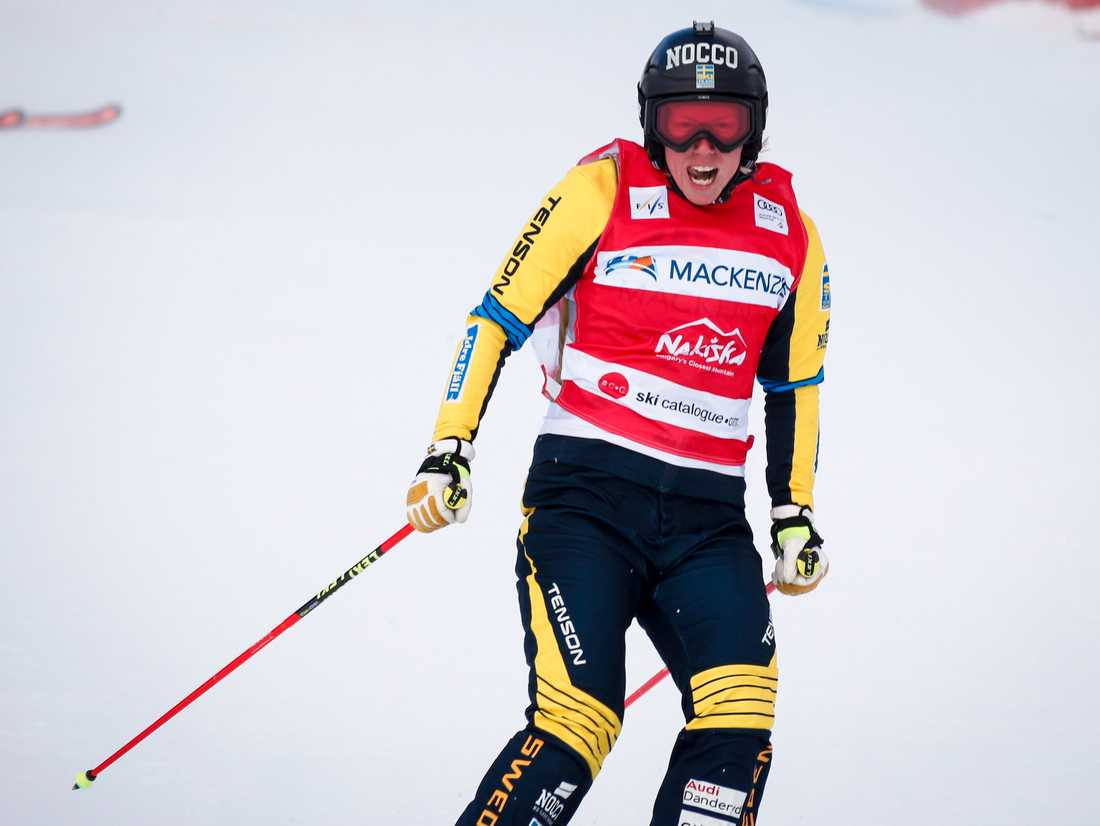 Sandra Näslund jublar efter segern i Nakiska, Kanada.