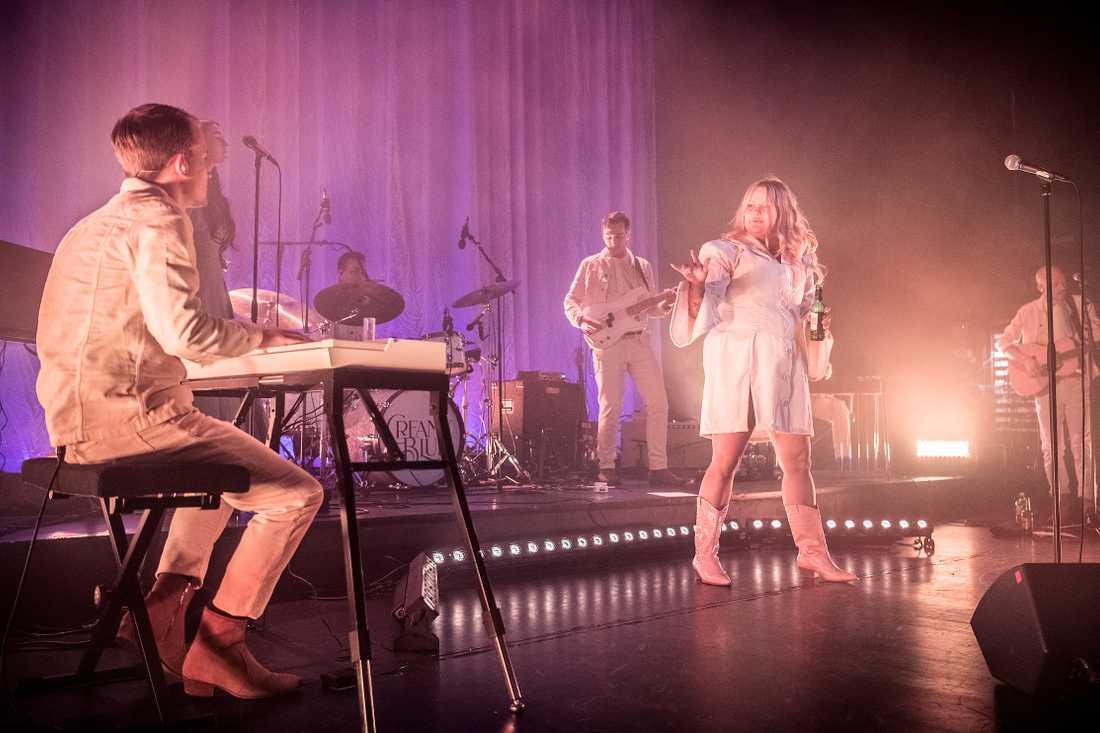 Det fjärde plusset lurar runt hörnet när Sarah Klang har turnépremiär i Stockholm.