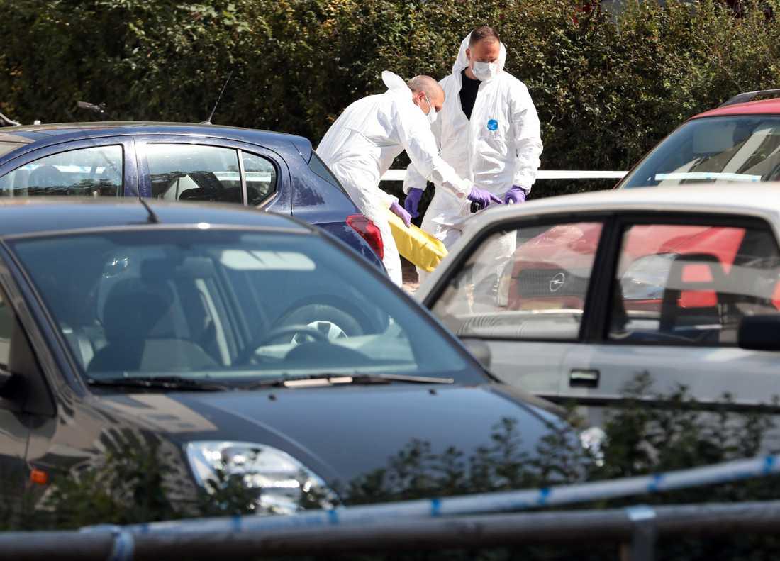 Kvinnan, som var i 30-årsåldern, sköts i Ribersborg i centrala Malmö vid 10-tiden