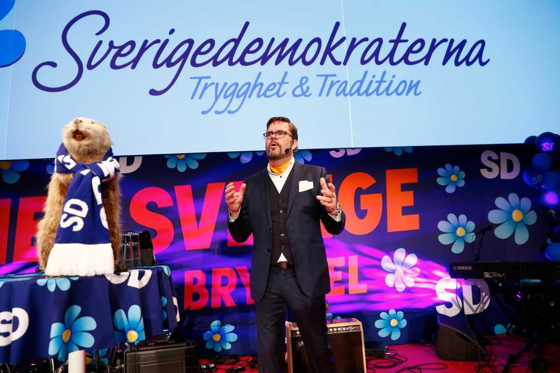 Underhållning på scenen i väntan på de första valprognoserna på SD:s valvaka i Nacka utanför Stockholm.