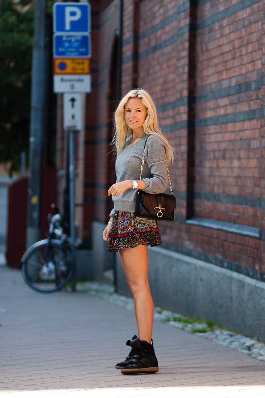 Tröja - BLK DNM, Kjol - Topshop, Sneakers - Isabel Marant.