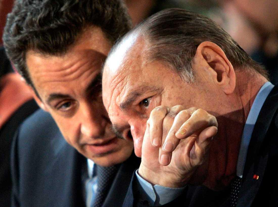 Nicolas Sarkozy och Jacques Chirac (1932–2019). Bilden är från 2005, då den sistnämnde var president och Sarkozy hans inrikesminister.